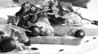 Тосты с икрой из баклажана